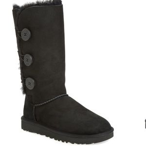 UGG Bailey Button Triplet II Genuine Shearling